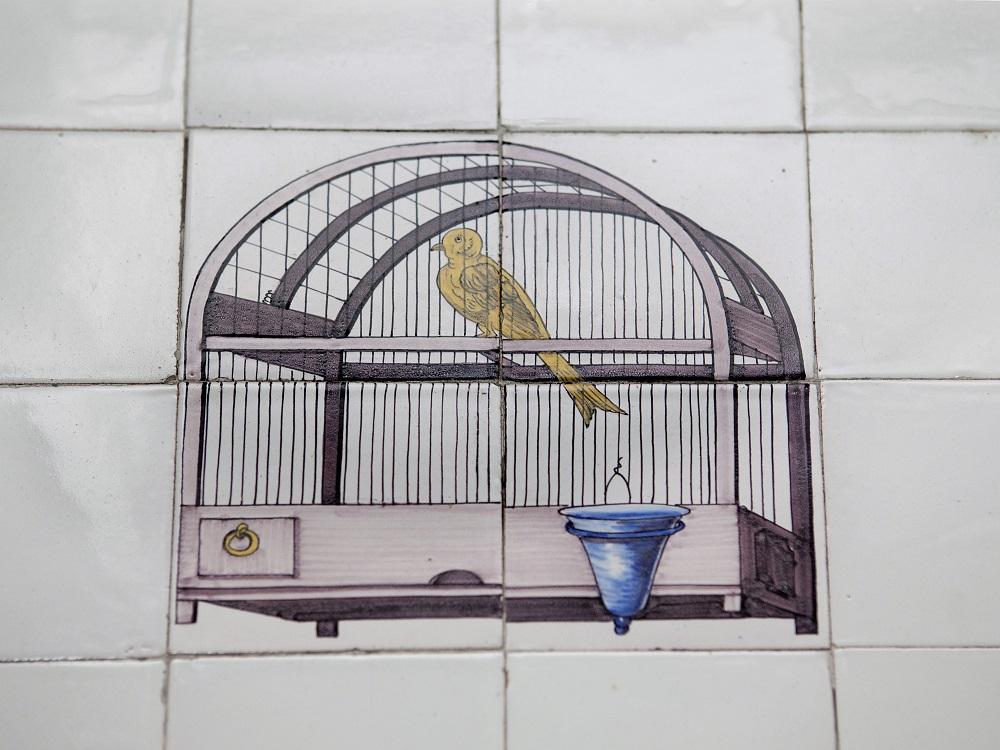 Keuken tegeltjes met vogel in kooitje